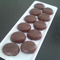 kávová plnka obalená v marcipánem a namáčaná v čokoláde