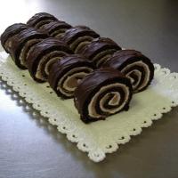 čokoládové cesto bez múky, kakaová a vanilková plnka, obliata čokoládou.